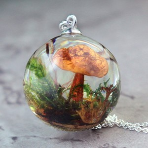 The truth and myths about resin jewelry